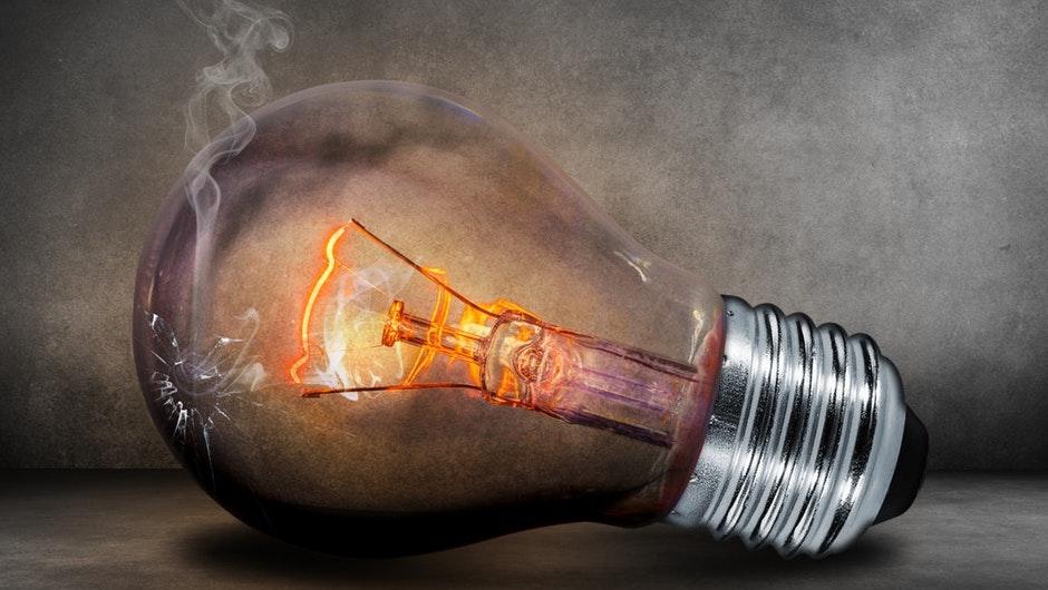 cómo se fija el precio de la electricidad